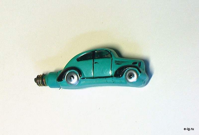 Автомобиль-лампочка для гирлянды