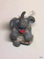 Слоненок в фартучке
