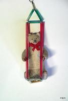 Медведь на качелях
